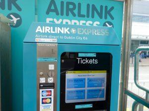 空港のバスチケット販売機