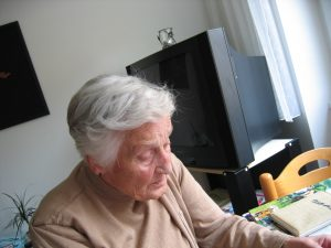 old-woman-dependent-441405