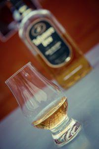 whiskey-1486365_1920